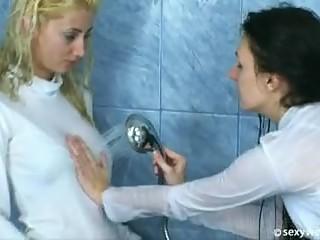 wet lesbians