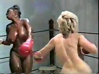 Danni Ashe vs Ebony Ayes Boxing