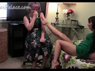 mother and daughter stinky feet