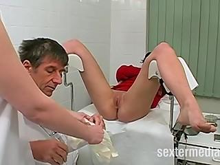 Teenie - Das erste mal beim Frauenarzt!!!