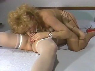 VINTAGE LESBIAN BARBIES PLAY WITH EACH OTHER (HOT EROTICA) 19M