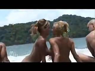 Michelle Lopez - Lesbian & Anal en la playa