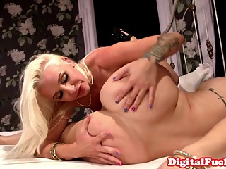Glam dykes pussylicking and rimming