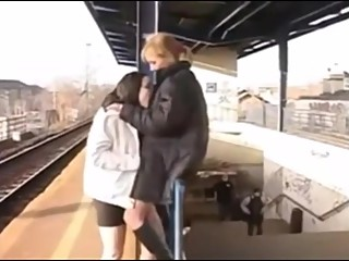 PornoZeit - Zwei Lesben beim spazieren
