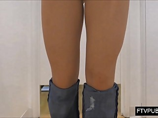 upskirt cameltoe in girls changing room