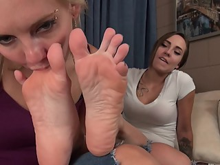Sasha Gets Her Perfekt Sexy Feet Worshiped-Lesbian Footfetish