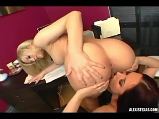 Alexis Texas REALLY likes her new assistant