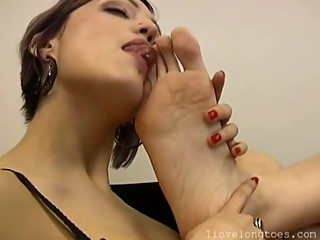 Ilovelongtoes lesbo foot worship