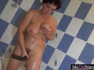 Mature woman pleasing fresh pussies